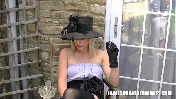 Leather, Upskirt pussy