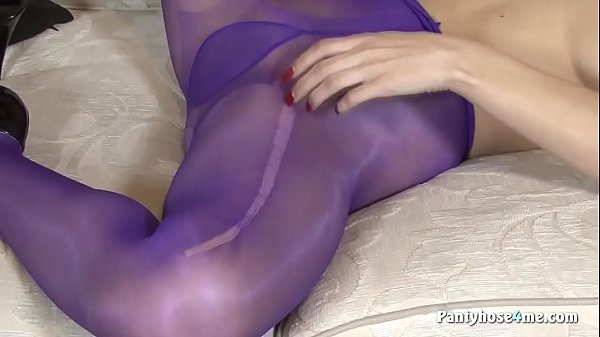 Pantyhose, Playing