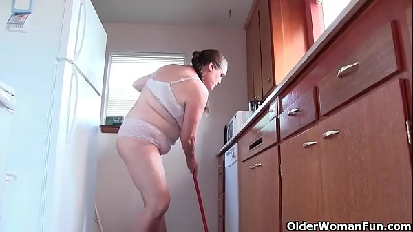 American, Clean, Cleaning, American milf, Milf kitchen, Kitchen milf
